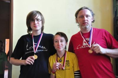 Naši tři medailisté - zleva: Pavel Schirlo ml., Klára Šnoplová a Pavel Schirlo st.