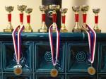 Medaile pro první 3 umístění na každé trati